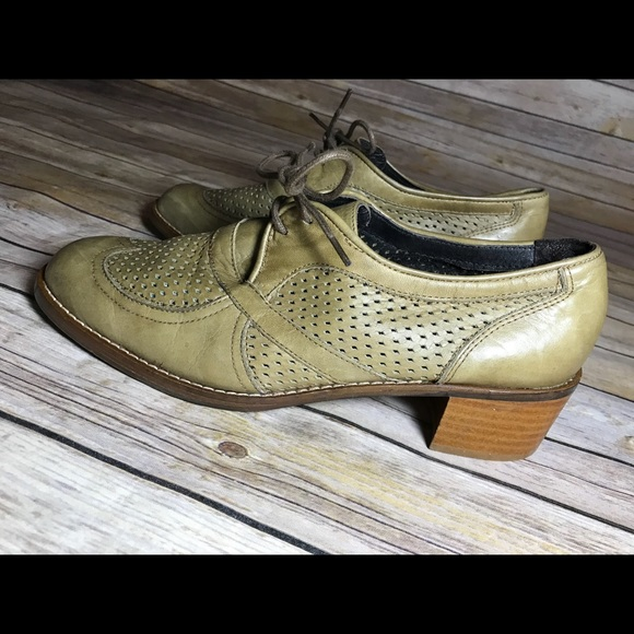 02815b15008 Miista perforated Leather Oxford lace up shoes. M 5adb6e13c9fcdff18a308f96